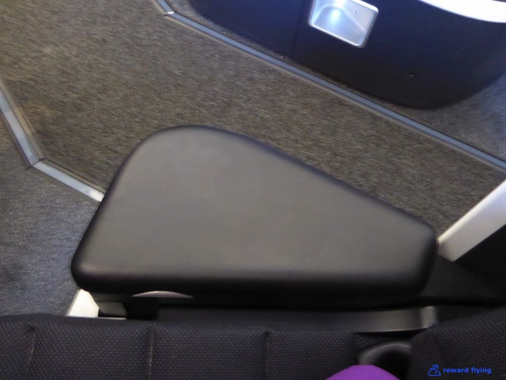 photo va694 seat acc 8 arm rest 1