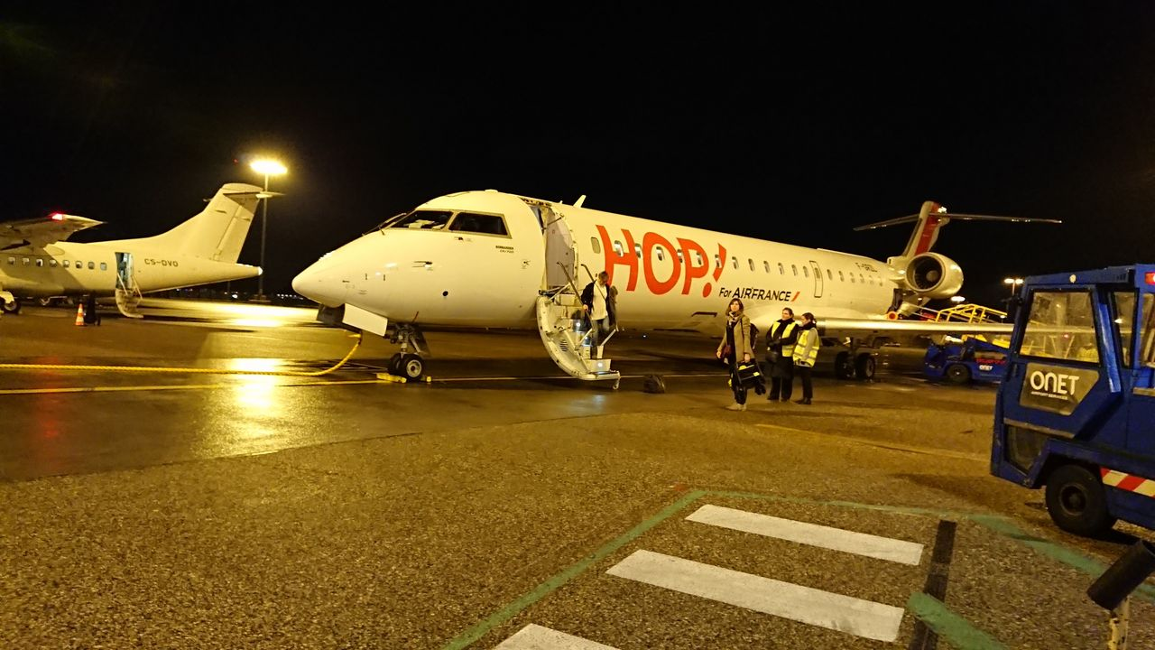 review of hop flight from rennes to lyon in economy. Black Bedroom Furniture Sets. Home Design Ideas