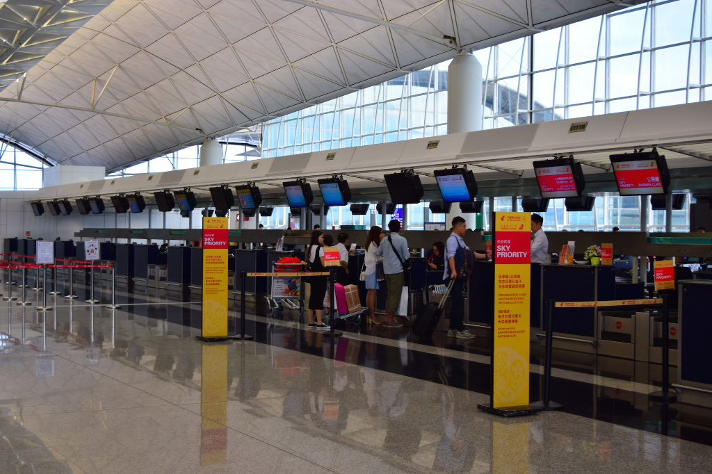 Hong Kong Airport Guide & Reviews - Sleeping in Airports